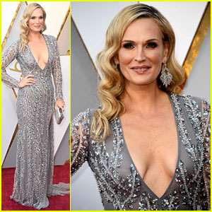 molly-sims-stuns-in-silver-on-oscars-201-red-carpet